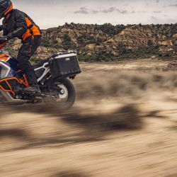 KTM_1290_SUPER_ADVENTURE_R_action2